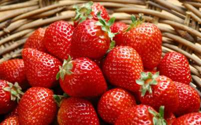basket-with-strawberries-11