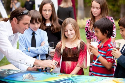 Drew-Brophy-painting-at-MiOcean-Event-2009-letting-kids-paint-2