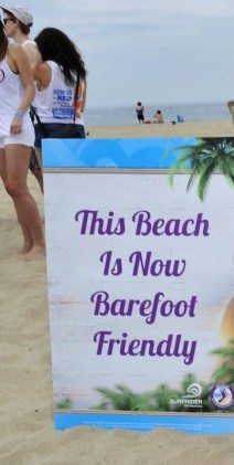 barefoot friendly beach sign