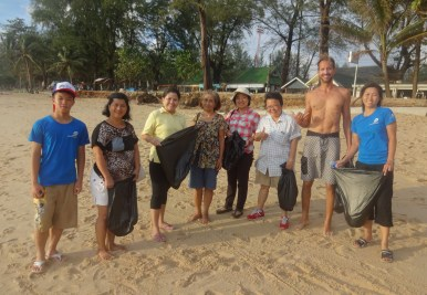 1.Surin Beach Clean-up 8-17-14 014