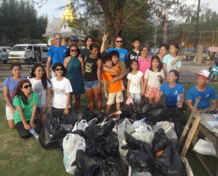 2.Surin Beach Clean-up 8-17-14 020