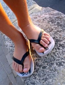 Person_wearing_flip_flops